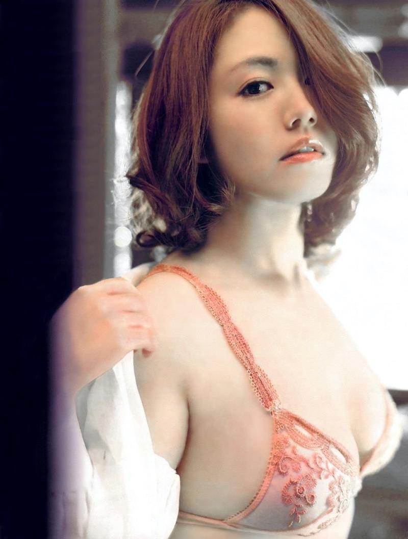 【磯山さやかグラビア画像】アラフォーだけど綺麗でエロい美熟女グラドルが2年振りにグラビア撮ったって! 61