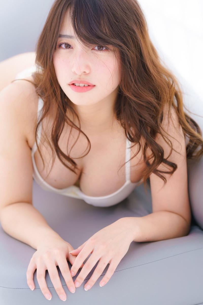 【高梨瑞樹エロ画像】八重歯がチャーミングな現役女子大生グラドルの谷間全開のFカップでパイズリしたい! 47