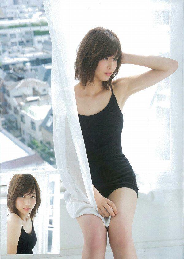 【渡邉理佐グラビア画像】可愛さと大人っぽさを合わせ持つ櫻坂46アイドルのセクシーなビキニ姿がエロい 05