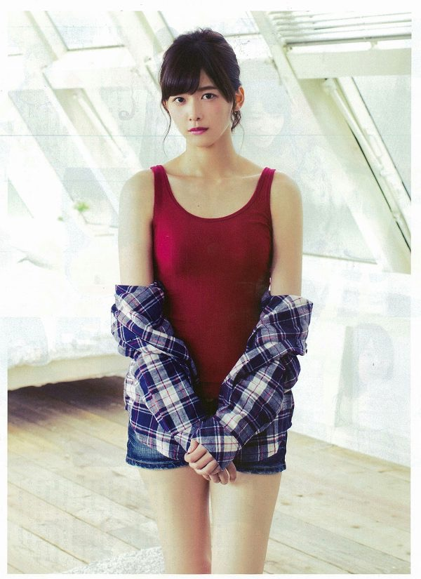 【渡邉理佐グラビア画像】可愛さと大人っぽさを合わせ持つ櫻坂46アイドルのセクシーなビキニ姿がエロい 09