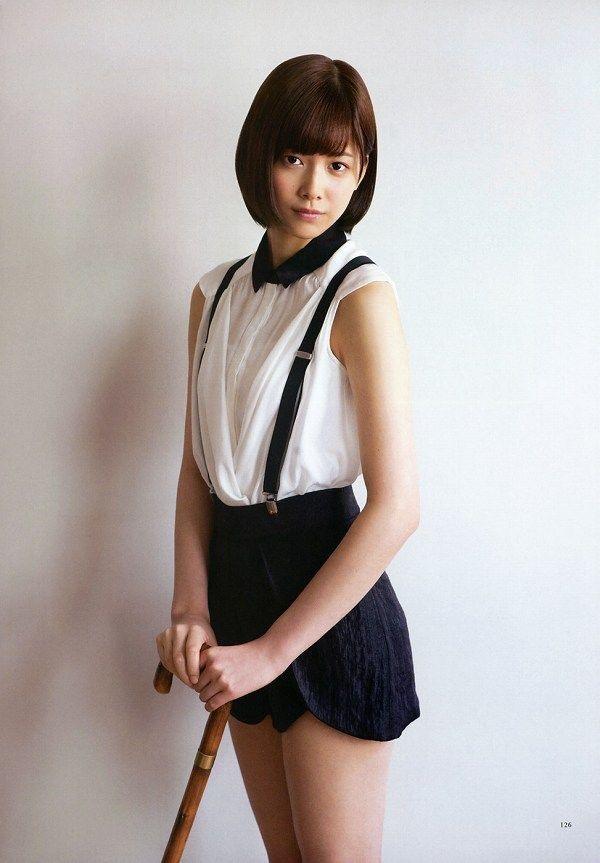 【渡邉理佐グラビア画像】可愛さと大人っぽさを合わせ持つ櫻坂46アイドルのセクシーなビキニ姿がエロい 16