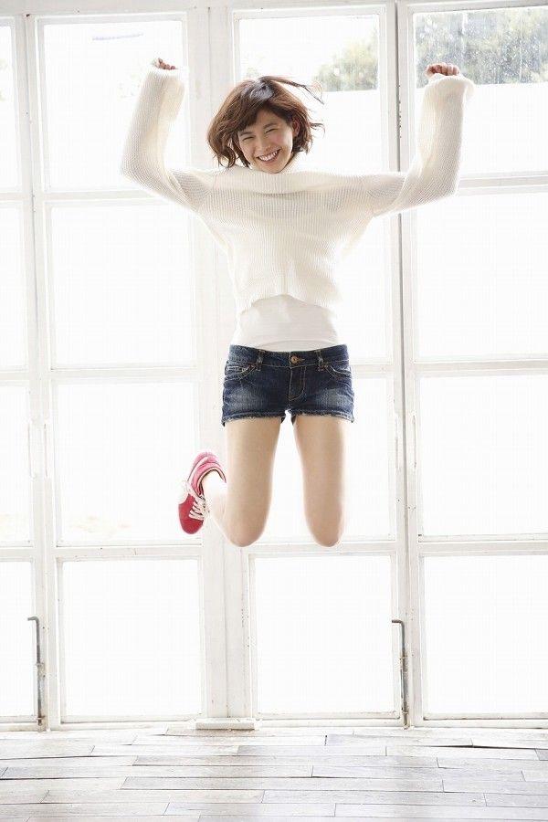 【渡邉理佐グラビア画像】可愛さと大人っぽさを合わせ持つ櫻坂46アイドルのセクシーなビキニ姿がエロい 18