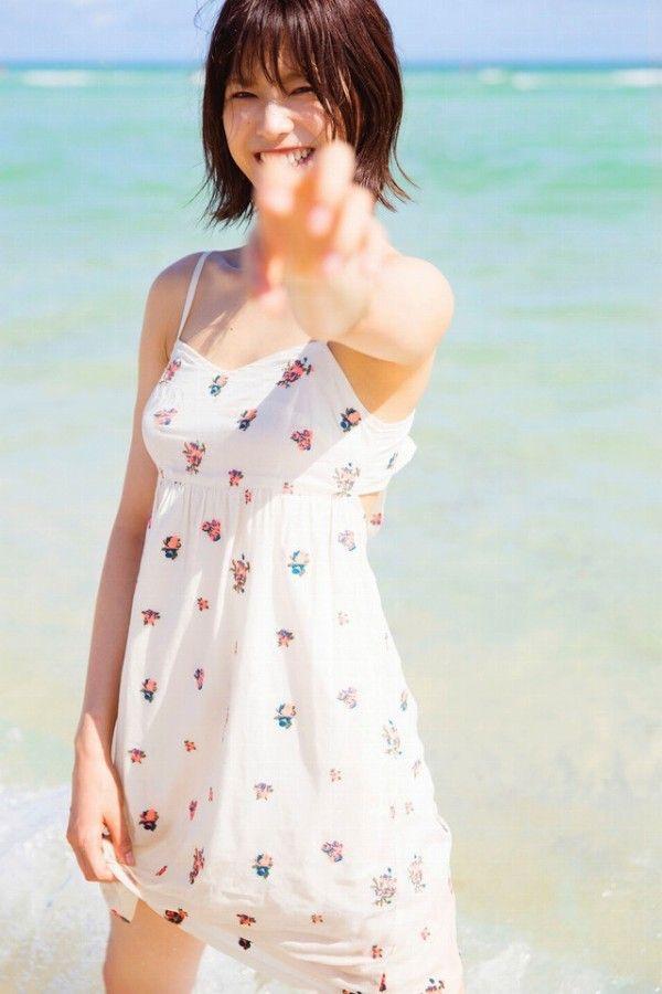 【渡邉理佐グラビア画像】可愛さと大人っぽさを合わせ持つ櫻坂46アイドルのセクシーなビキニ姿がエロい 22