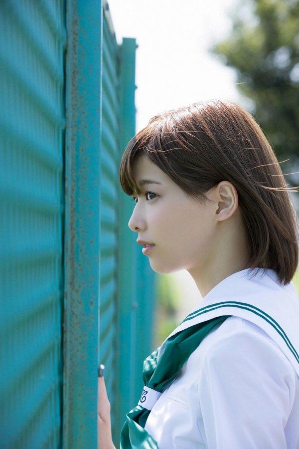 【渡邉理佐グラビア画像】可愛さと大人っぽさを合わせ持つ櫻坂46アイドルのセクシーなビキニ姿がエロい 24