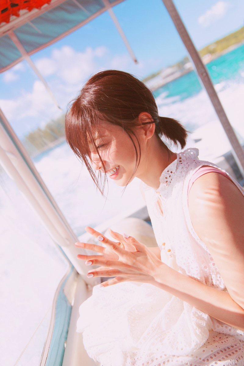 【渡邉理佐グラビア画像】可愛さと大人っぽさを合わせ持つ櫻坂46アイドルのセクシーなビキニ姿がエロい 33