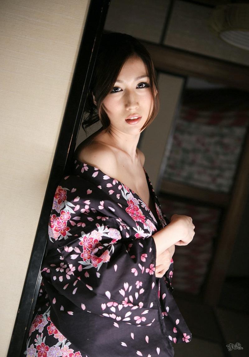【温泉旅館エロ画像】一度は温泉旅館で着物美人のエロい女将さんとセックスしてみてぇなぁ〜wwww 31
