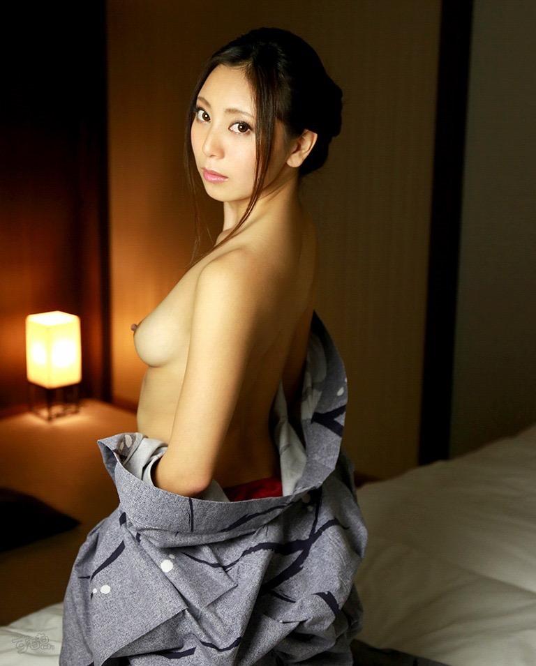 【温泉旅館エロ画像】一度は温泉旅館で着物美人のエロい女将さんとセックスしてみてぇなぁ〜wwww 56