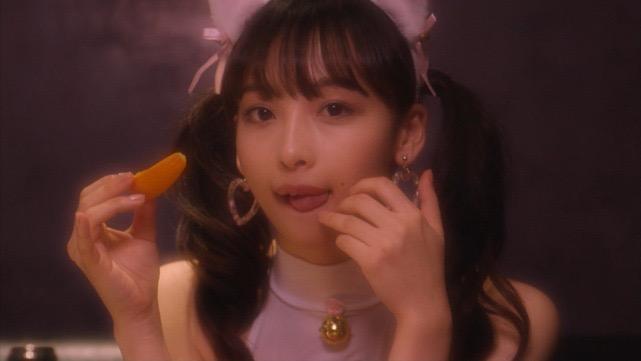 【華村あすかキャプ画像】可愛さだけじゃなく綺麗でエロいスレンダーボディも見逃せない美少女グラドル 48