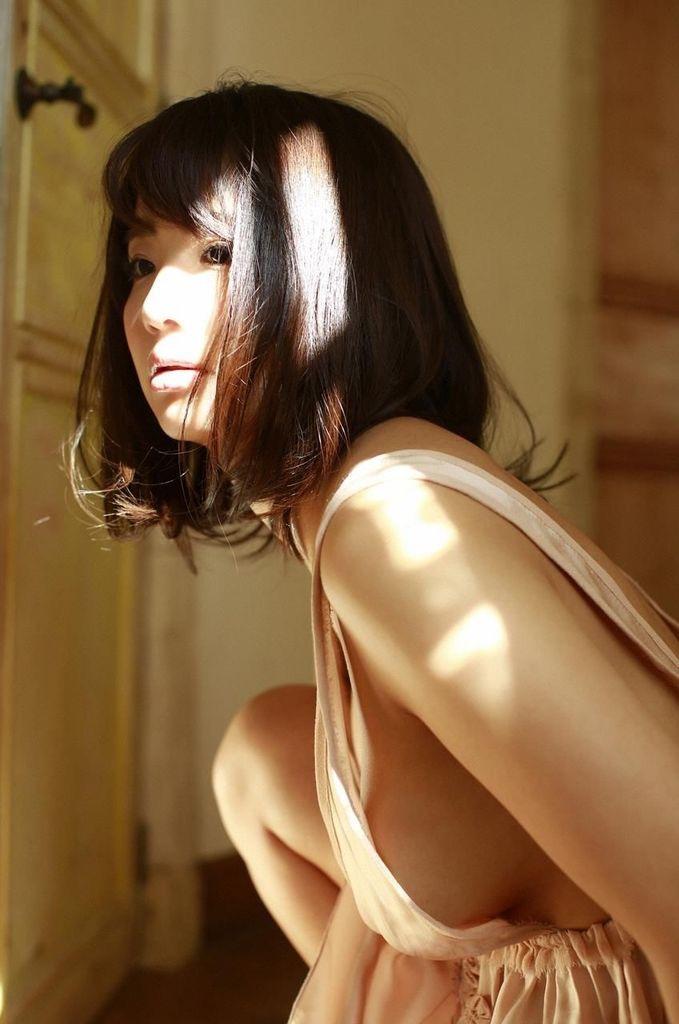 【平嶋夏海グラビア画像】グラドル顔負けなFカップエロボディでAKB48卒業後も活躍している元アイドル 20