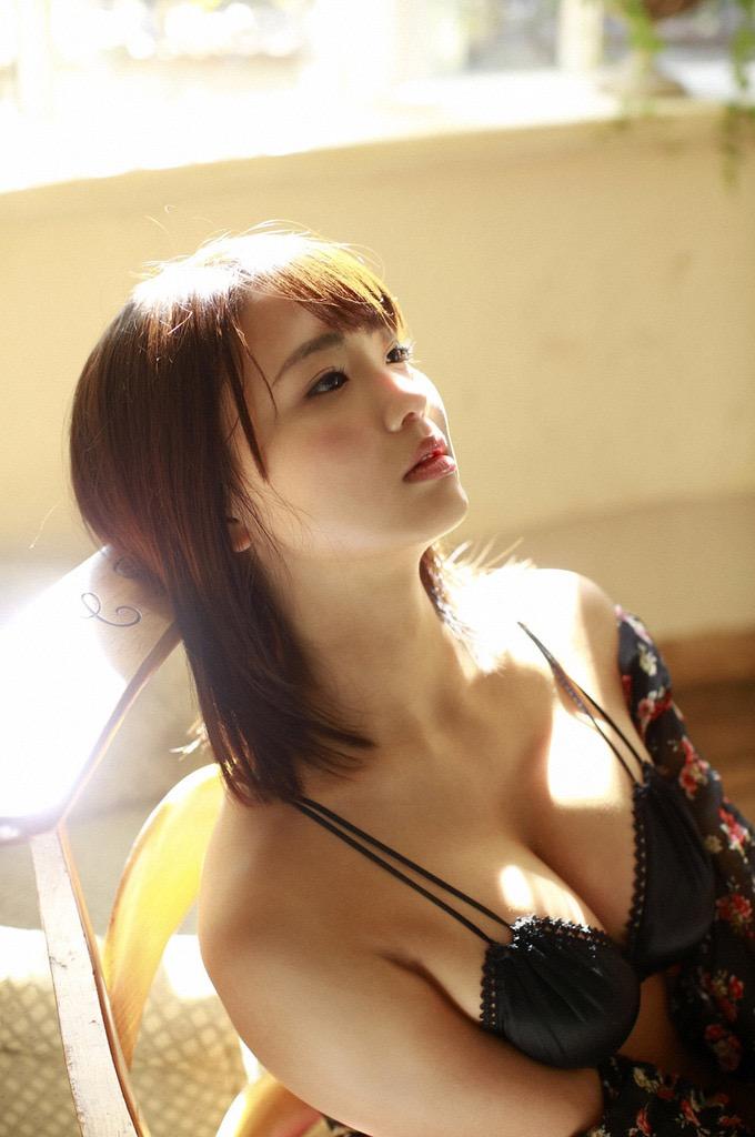 【平嶋夏海グラビア画像】グラドル顔負けなFカップエロボディでAKB48卒業後も活躍している元アイドル 29