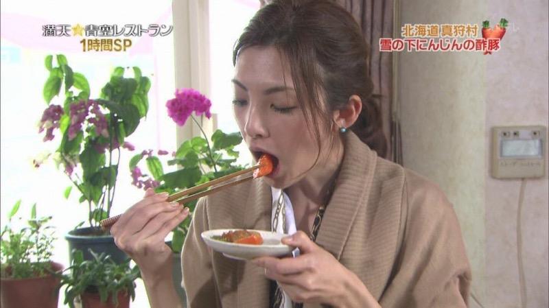 【放送事故フェラ画像】明らかにチンポをしゃぶってる事を妄想しながら食レポしてる女子アナwwww 13