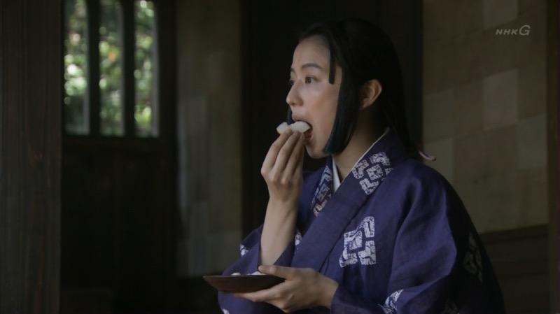 【放送事故フェラ画像】明らかにチンポをしゃぶってる事を妄想しながら食レポしてる女子アナwwww 32