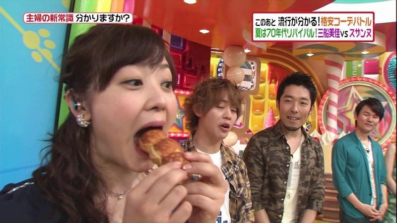 【放送事故フェラ画像】明らかにチンポをしゃぶってる事を妄想しながら食レポしてる女子アナwwww 57