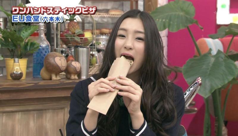 【放送事故フェラ画像】明らかにチンポをしゃぶってる事を妄想しながら食レポしてる女子アナwwww 61