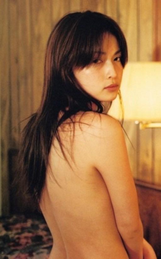 【長谷川京子エロ画像】芸歴20年超えのセクシーな美熟女が魅せるセクシーなグラビアや濡れ場シーン 19