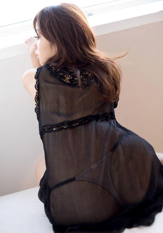 【寝間着エロ画像】彼女がこんなエッチな格好でベッドに居たら即セックスするわwwww 15
