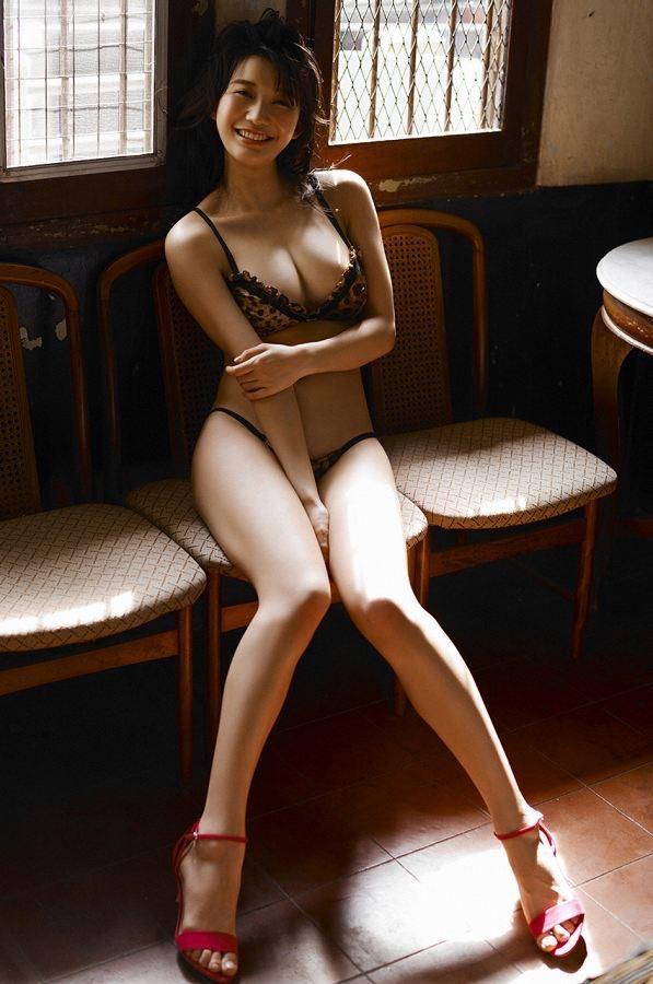 【小倉優香水着画像】セクシーなグラビアを見せてくれているリアル峰不二子が卒業するってマジ!? 03