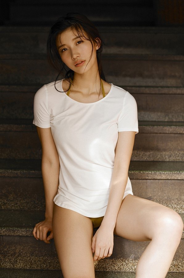 【小倉優香水着画像】セクシーなグラビアを見せてくれているリアル峰不二子が卒業するってマジ!? 50