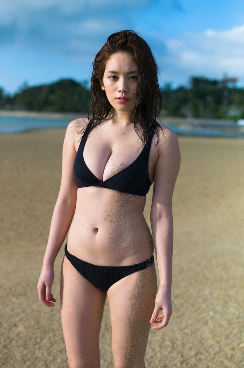 【筧美和子グラビア画像】日本人らしい形のFカップが最高にエロくてパイズリしたくなるメチャシコモデル 42