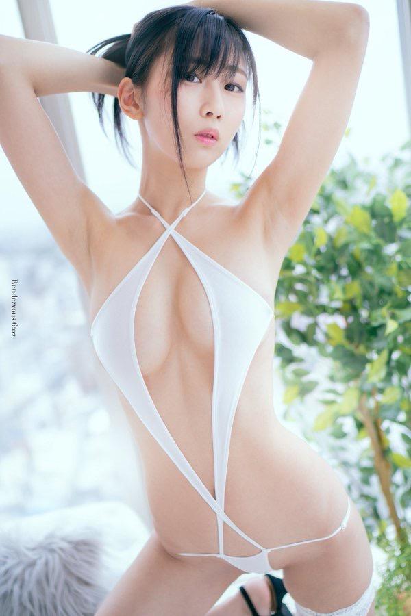 【美東澪エロ画像】Eカップ巨乳をギリギリまで見せつける年齢不詳のスレンダーグラドルが結構ヌケるwwww 80