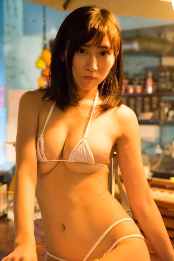 【美東澪エロ画像】Eカップ巨乳をギリギリまで見せつける年齢不詳のスレンダーグラドルが結構ヌケるwwww 83
