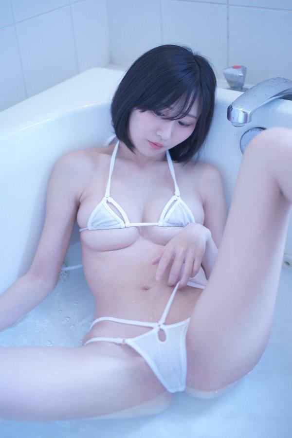 【美東澪エロ画像】Eカップ巨乳をギリギリまで見せつける年齢不詳のスレンダーグラドルが結構ヌケるwwww 87