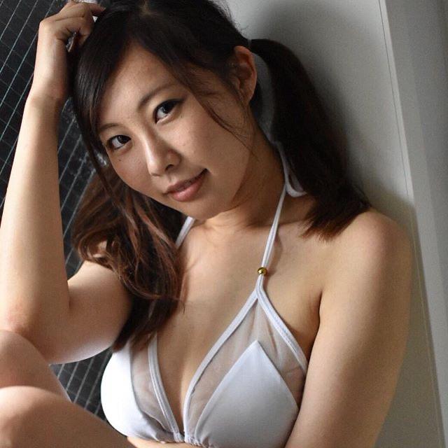 【川島愛里沙エロ画像】ビキニの紐が重みで切れてオッパイポロリしてしまいそうなたわわなGカップ巨乳 72