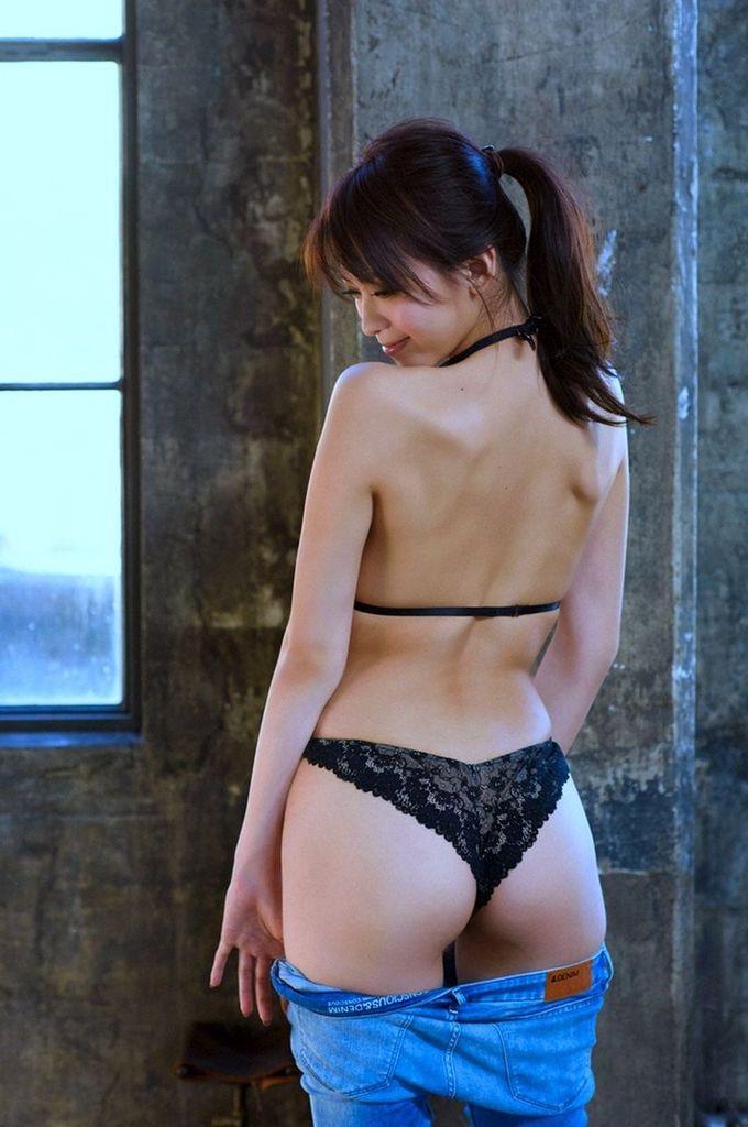 【食い込み尻画像】美女の綺麗なお尻に食い込むセクシーなビキニやランジェリー姿がクソエロいwwww 16
