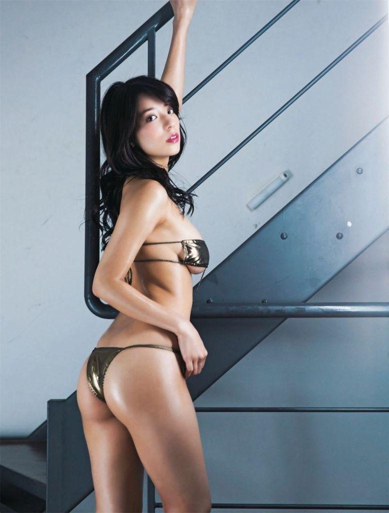 【食い込み尻画像】美女の綺麗なお尻に食い込むセクシーなビキニやランジェリー姿がクソエロいwwww 78