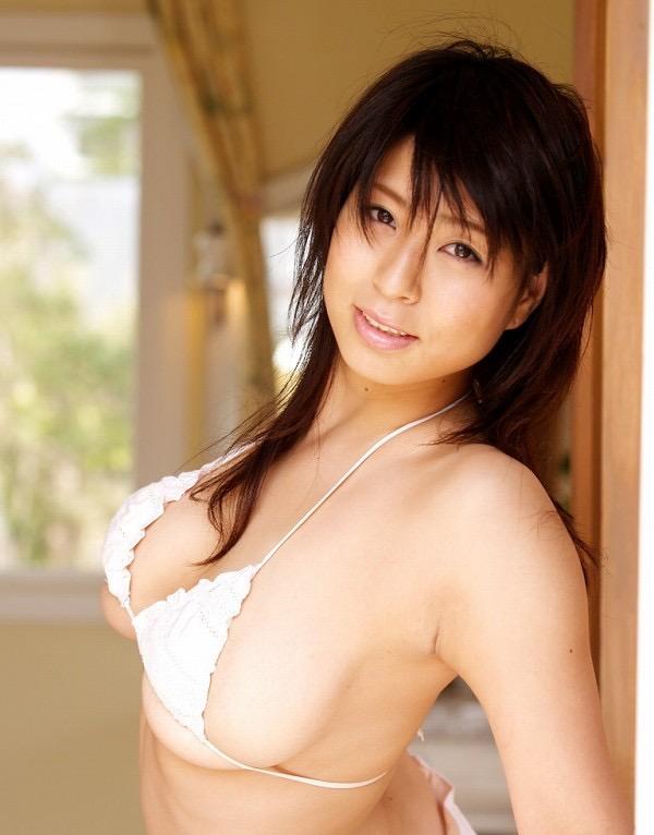 【岡田真由香グラビア画像】Kカップ爆乳のドスケベボディで男性達を悦ばせたグラビアアイドルの現在は? 64