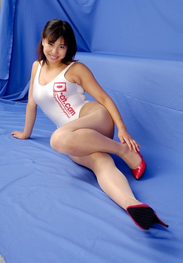 【潤音グラビア画像】Kカップの姉を持つグラビアアイドルのオッパイも負けていない大きさだった!? 23