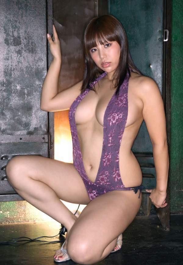 【潤音グラビア画像】Kカップの姉を持つグラビアアイドルのオッパイも負けていない大きさだった!? 53