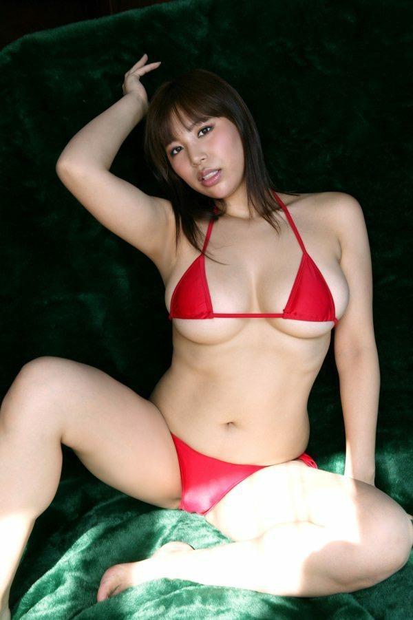 【潤音グラビア画像】Kカップの姉を持つグラビアアイドルのオッパイも負けていない大きさだった!? 54