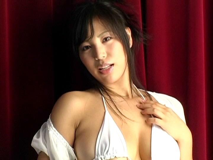 【潤音グラビア画像】Kカップの姉を持つグラビアアイドルのオッパイも負けていない大きさだった!? 65