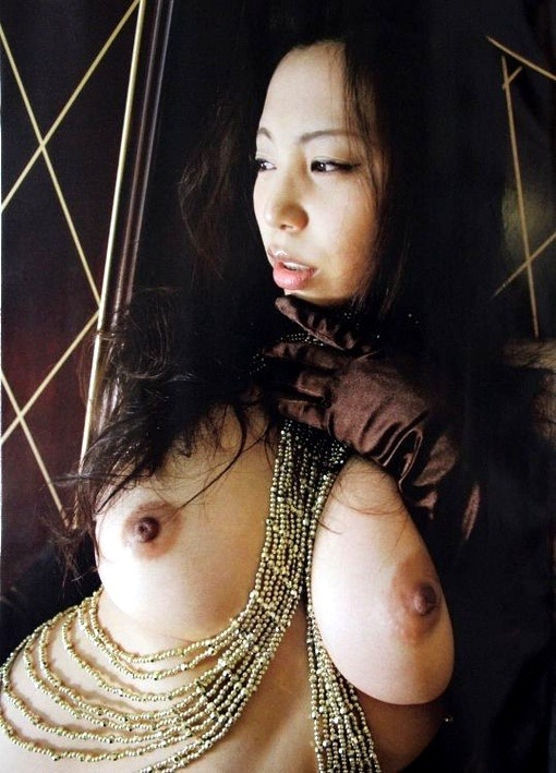 【潤音グラビア画像】Kカップの姉を持つグラビアアイドルのオッパイも負けていない大きさだった!? 69