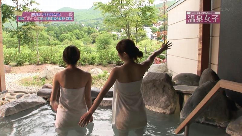 【旅番組キャプ画像】ハプニング待ちかのような演出でまんまと谷間を晒してしまう女性タレントたち 53