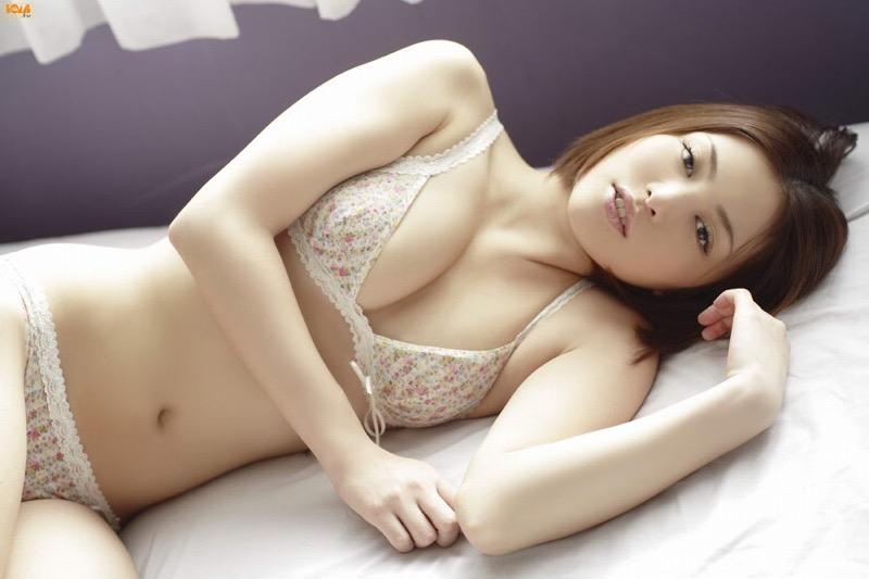 【岩佐真悠子グラビア画像】熟れた女優が若い頃に披露していたスタイル抜群なビキニ姿が結構エロい 10