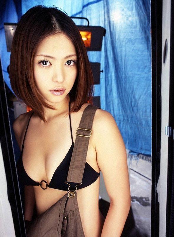 【岩佐真悠子グラビア画像】熟れた女優が若い頃に披露していたスタイル抜群なビキニ姿が結構エロい 11