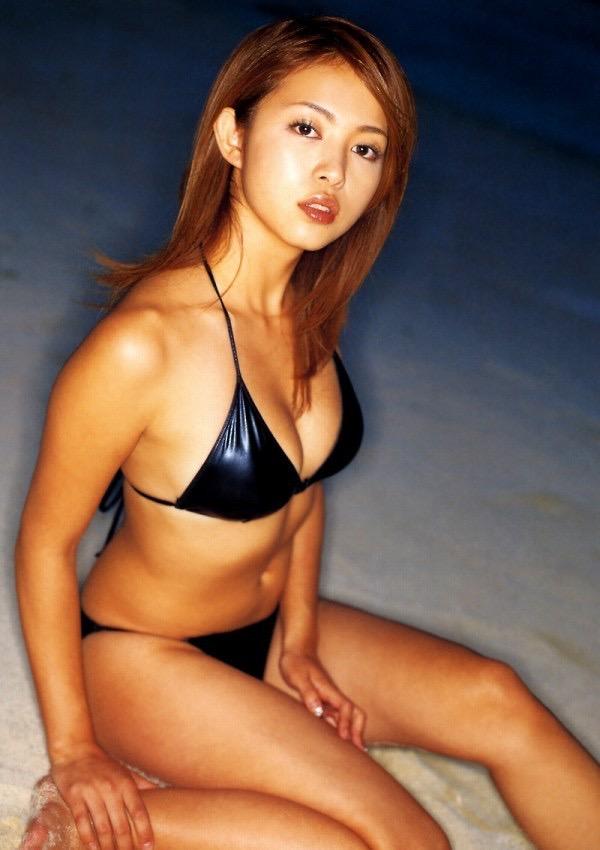 【岩佐真悠子グラビア画像】熟れた女優が若い頃に披露していたスタイル抜群なビキニ姿が結構エロい 53