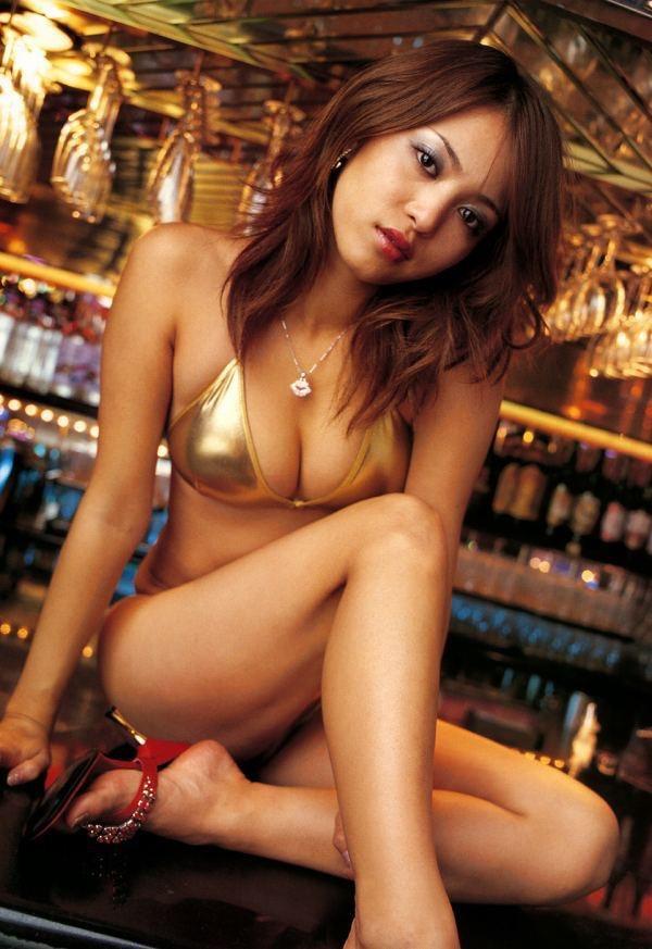 【岩佐真悠子グラビア画像】熟れた女優が若い頃に披露していたスタイル抜群なビキニ姿が結構エロい 63