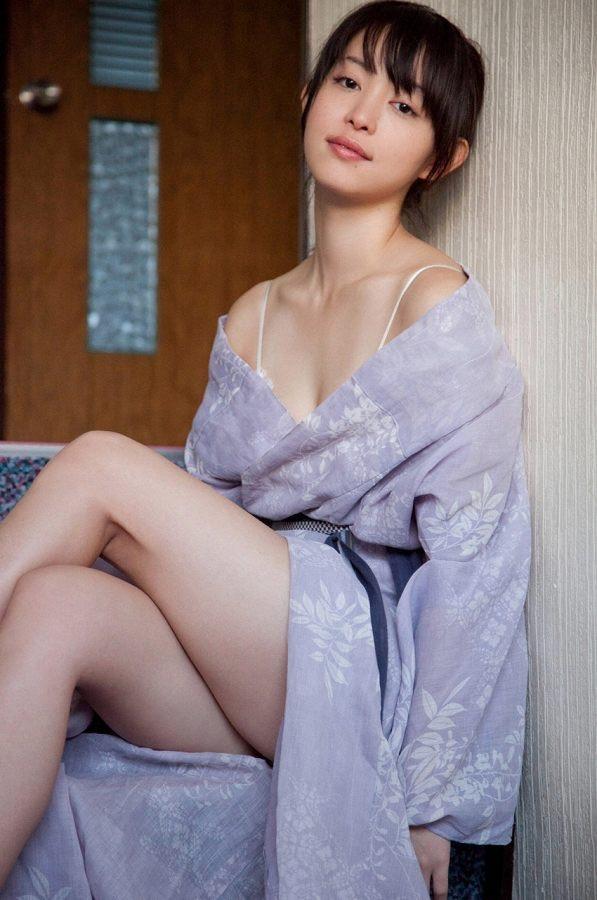 【岩佐真悠子グラビア画像】熟れた女優が若い頃に披露していたスタイル抜群なビキニ姿が結構エロい 74