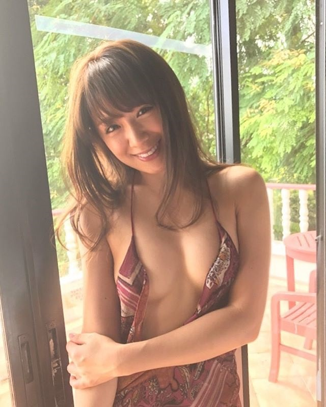 【金山睦エロ画像】グラビアアイドルの変態水着を引っ張り上げてマンコに食い込ませてイジメたい! 24