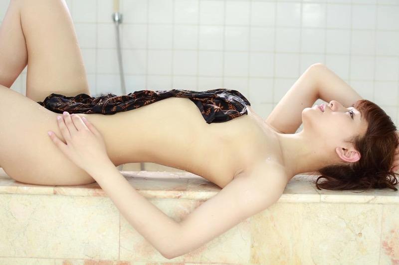 【金山睦エロ画像】グラビアアイドルの変態水着を引っ張り上げてマンコに食い込ませてイジメたい! 66