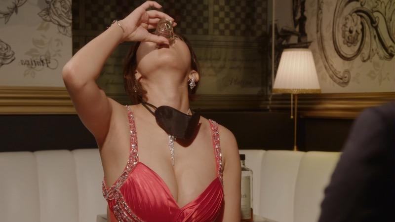 【夏菜キャプ画像】ショートカットがよく似合う似合う美人女優のボディラインが見られる濡れ場シーン等など 74