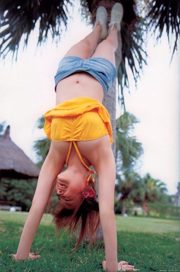 【高橋愛グラビア画像】元ハロプロアイドルが現役時代に撮りまくった初々しくてちょっとエッチな水着姿 11