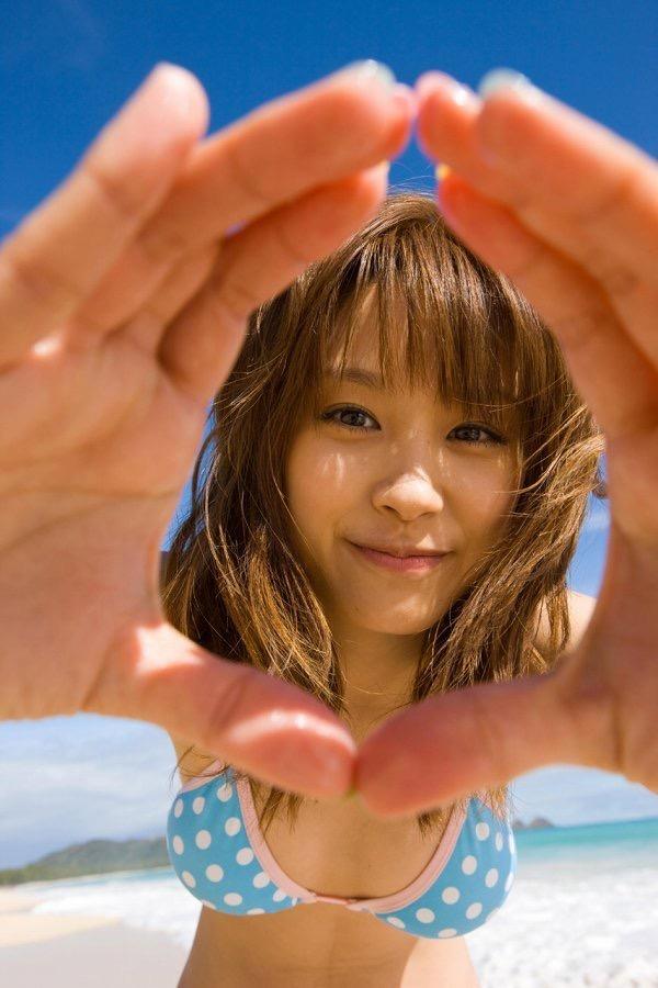 【高橋愛グラビア画像】元ハロプロアイドルが現役時代に撮りまくった初々しくてちょっとエッチな水着姿 49