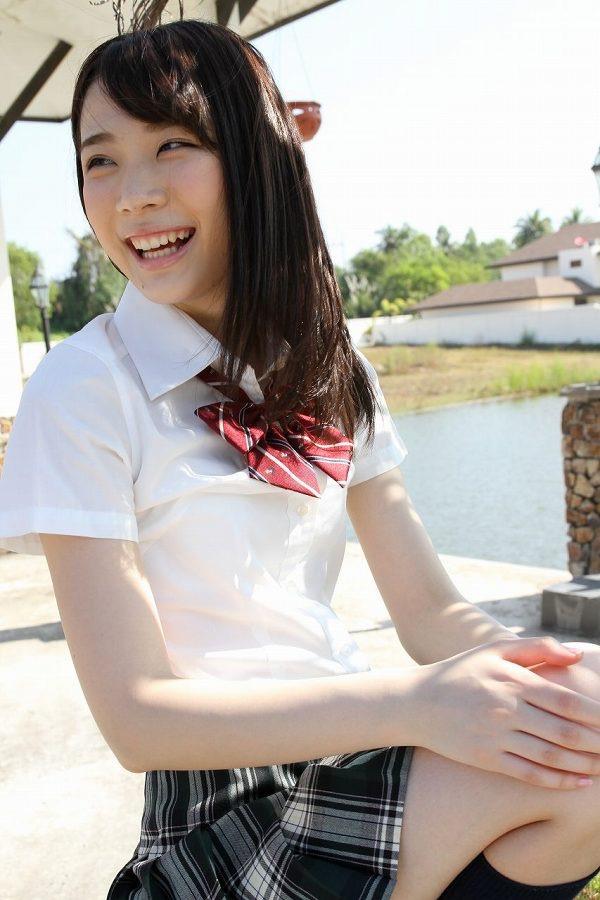 【末永みゆグラビア画像】ハイレグ水着をマンコに食い込ませて縦スジ作っちゃってエッチな娘だなw 12