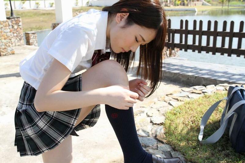 【末永みゆグラビア画像】ハイレグ水着をマンコに食い込ませて縦スジ作っちゃってエッチな娘だなw 14