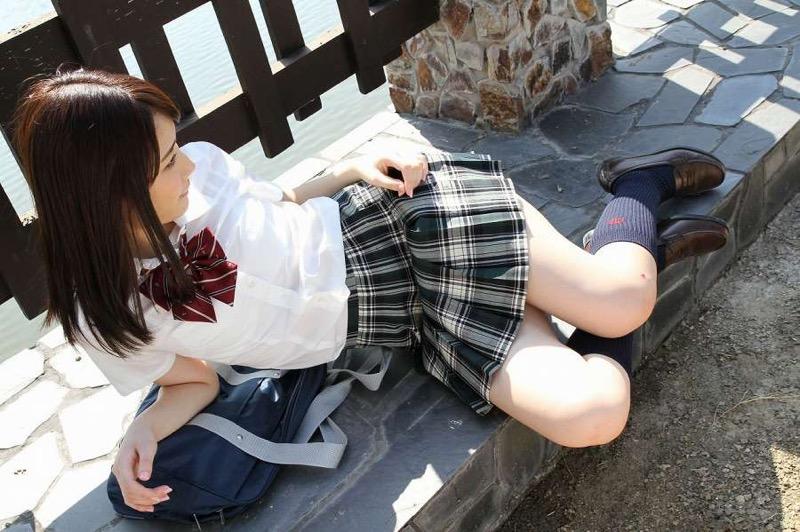 【末永みゆグラビア画像】ハイレグ水着をマンコに食い込ませて縦スジ作っちゃってエッチな娘だなw 28