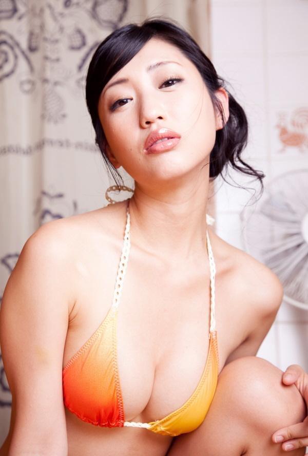 【壇蜜グラビア画像】先月結婚した漫画家の旦那の前でこんなエロい裸体をくねらせてセックスしてるのかなぁ〜w 15